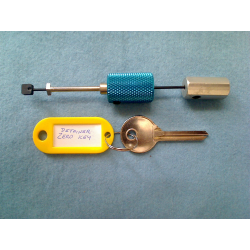 Rear tension disc detainer padlock pick and zero key